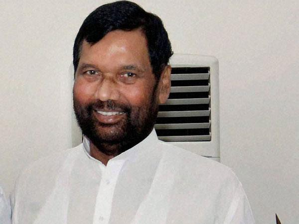 Paswan survived in national politics because of Lalu, now he calls his wife 'illiterate'