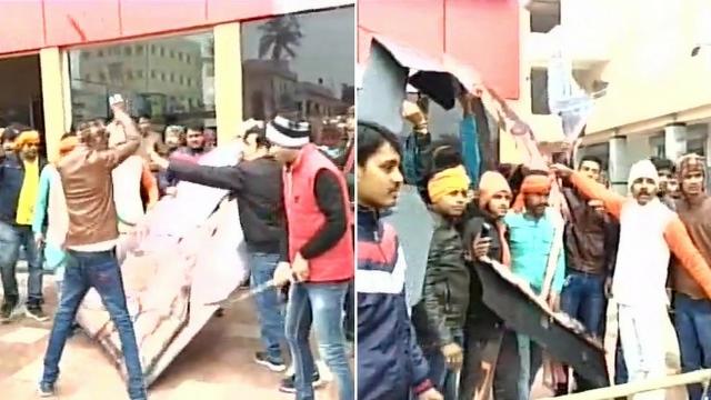 #Padmaavat: Karni Sena activists vandalise cinema hall in Bihar's Muzaffarpur