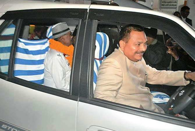 What a gift! Bihar DM drives his driver home to make his retirement memorable