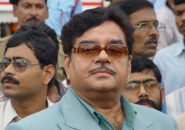 Speculations rife over Shatrughan Sinha contesting the LS polls on RJD ticket