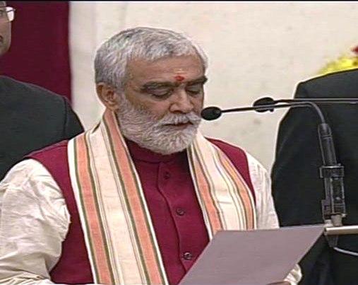 Biharis crowding Delhi AIIMS, complains Union health minister Choube
