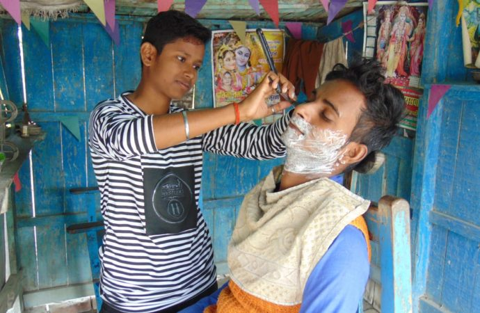 To save parents from starvation, Indian sisters disguise as boys to run gent's salon