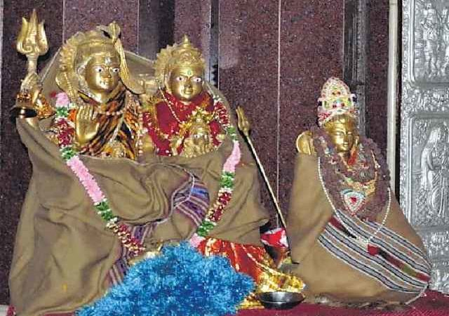 Bonfire, electric heater for Hindu deities as severe cold wave grips Jharkhand