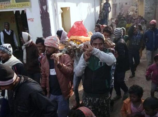 'Indebted' villagers take out funeral procession of street dog in Bihar