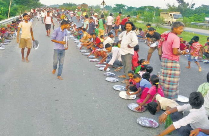 Villagers enjoy feast on National Highway as traffic remains disrupted for hours