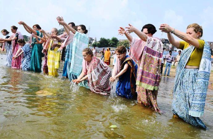 Foreigners get attracted towards Indian culture, offer 'pinddan' for ancestors in Gaya