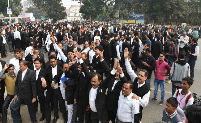 Angry lawyers block traffic on Patna streets as criminals kill colleague