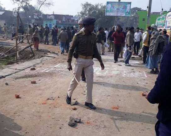 Villagers attack Nitish Kumar's convoy in Bihar over 'selective development', CM safe