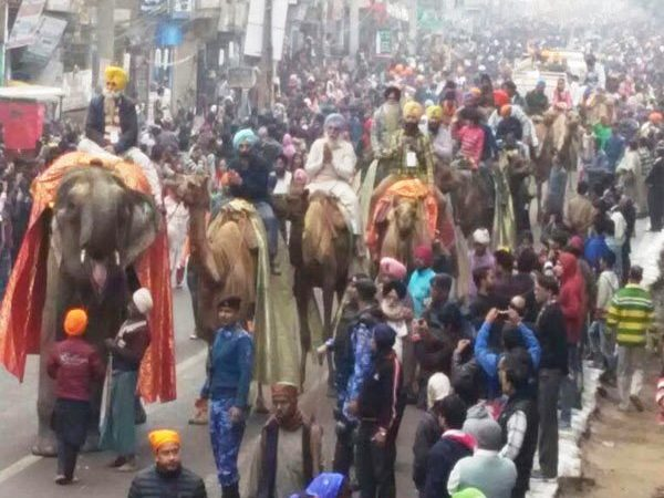 Thousands join procession to mark 350th birth anniversary of 10th Sikh Guru in Patna