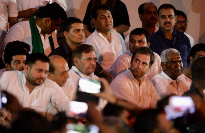 #BiharHomesOfHorror: Rahul, Kejriwal join Tejashwi's protest at Jantar Mantar