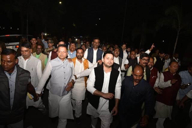 'Dismiss NDA government,' demand protesting Opp lawmakers in Bihar