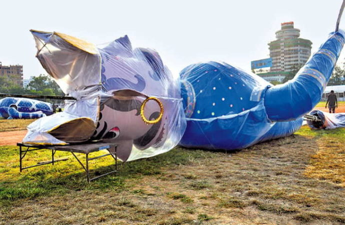 Demon king Ravana gets 'taller', ready to be burnt at Patna Gandhi Maidan