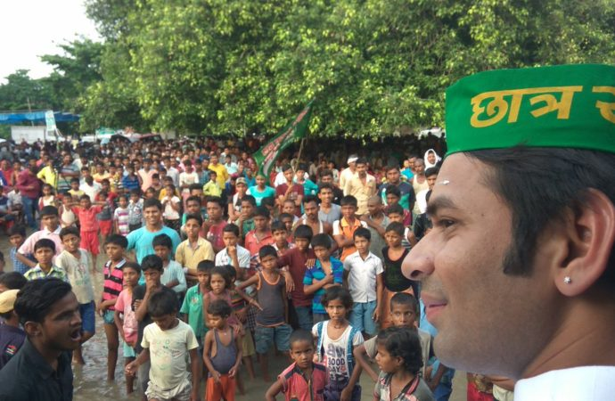 Throw out 'communal forces' from power, Lalu's son asks masses at JP village