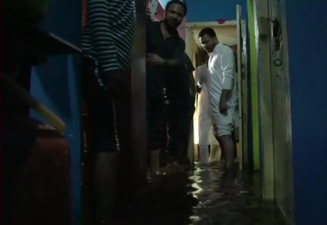 Tejashwi wades through water-logged Patna to get a feel of people's ordeals
