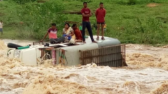 Miraculous escape for Jharkhand villagers after vehicle swept away by flooded river