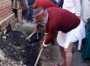 How a BJP MP picks up spade and clears a clogged drain within minutes!