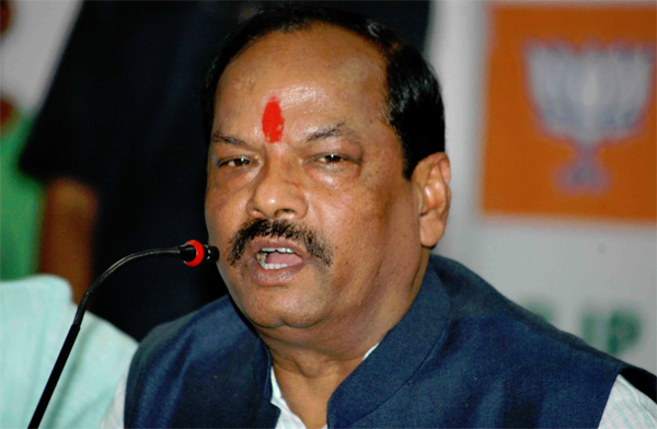 Two officials land at police station after no network on Jharkhand CM's mobile