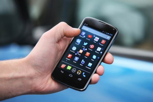 Bihar bans use of mobile phones by officials at meetings of CM, ministers
