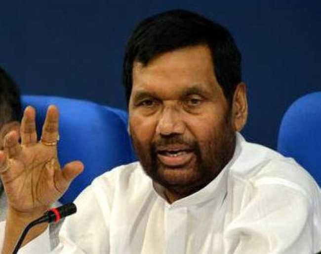 Paswan says Nitish Bihar captain till BJP brings its own face, Union minister says Nitish is captain until BJP finds a new one, Ram Vilas Paswan says Nitish leading Bihar until BJP finds his replacement, Debate over NDA chief ministerial candidate for Bihar,