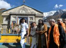 Indian President Pranab Mukherjee visits Kedarnath Temple, offers prayers