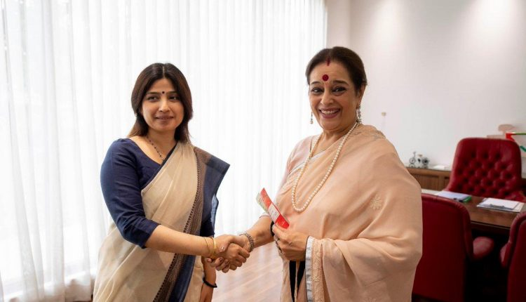 Battle for Lucknow turns very interesting as Shatrughan Sinha's wife joins SP