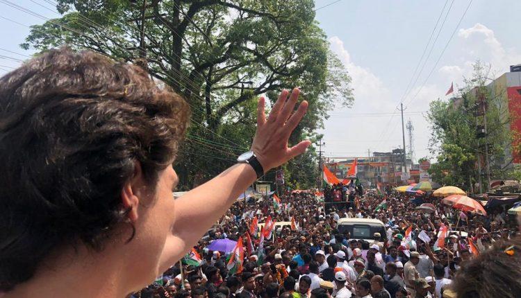 Shoe politics heats up poll turf in Amethi as Rahul, Irani locked in bitter battle