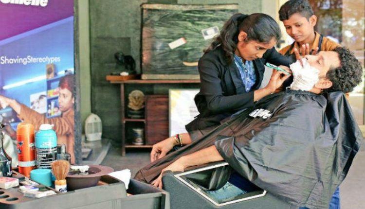 When Tendulkar got a shave from barber girls who ran father's salon disguised as boys