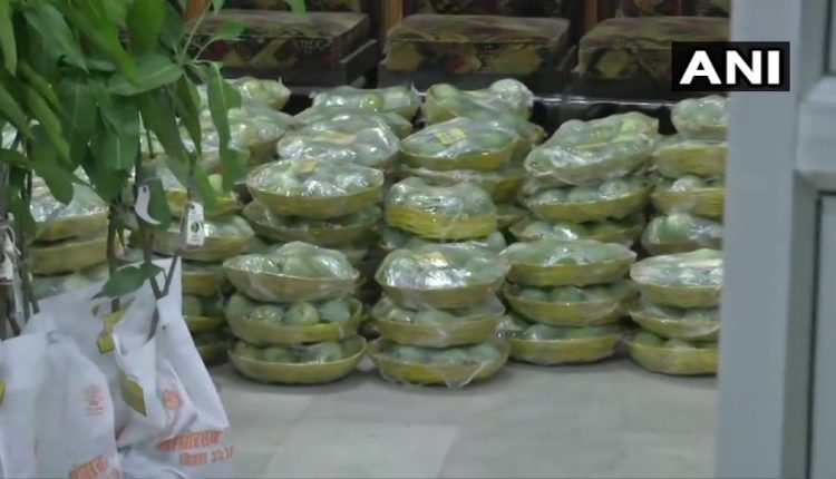 Rabri objects to gifting mangoes by Nitish at the time of children's deaths from encephalitis