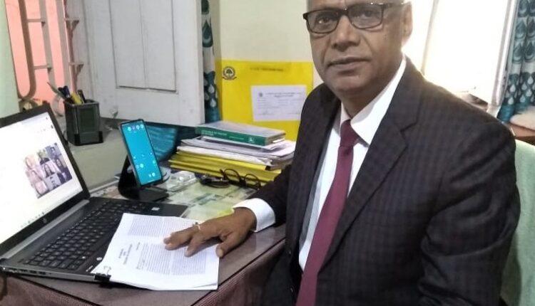 english professor, PK Singh, distinguished teacher, Researchers Association of Odiha,Central University of South Bihar, Gaya, Bihar news, Sake Deen Mohamet