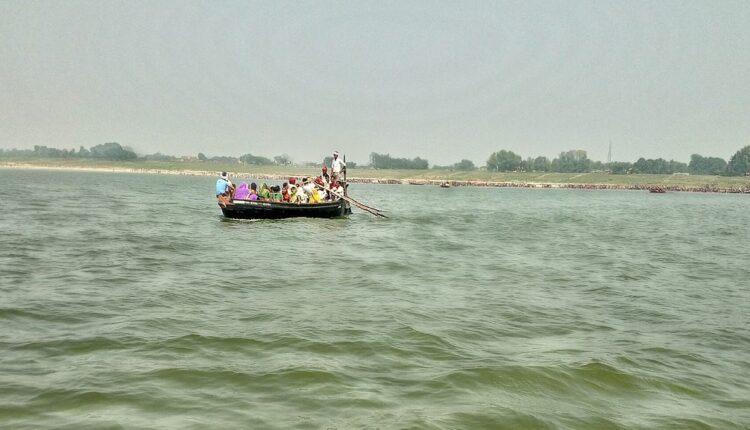 dead bodies, Ganges, Buxur, Bihar, Sanjay Jha, UP