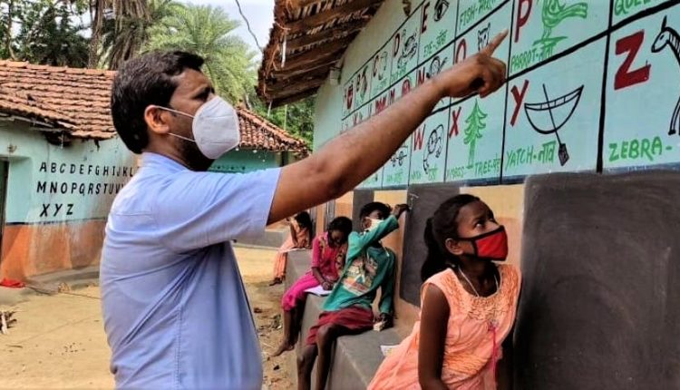 Jharkhand, Dumka, walls as blackboards, Covid-19, RS, Jharkhand News